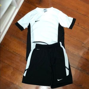 Boys Nike short set, black and white, size medium